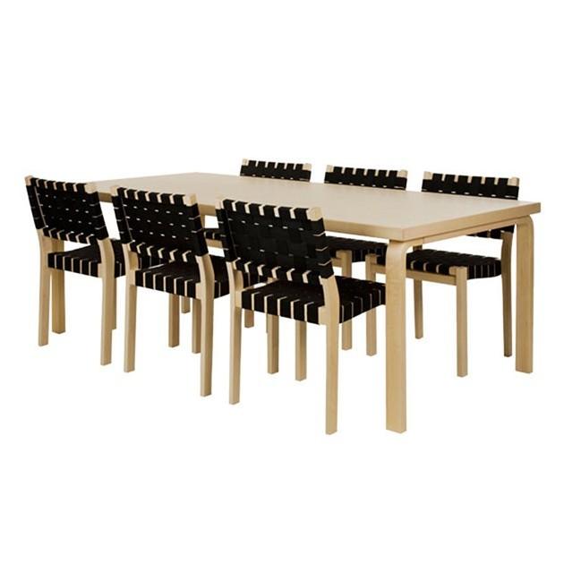 Ambiente con Sillas 611 patas madera de abedul natural cincha negra de Artek