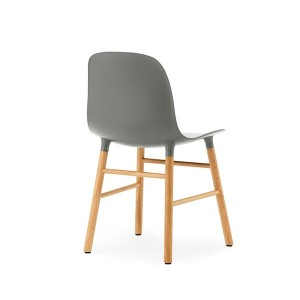 respaldo silla Form en roble color gris de Normann copenhagen.