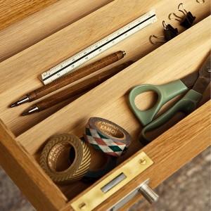 Detalle cajón mesa de oficina CH110 de Carl Hansen. Disponible en Moisés showroom