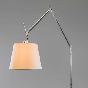lámpara de pie Tolomeo Mega beige Artemide detalle