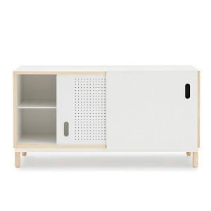puerta corredera del Aparador Kabino Sideboard color blanco de Normann Copenhagen.