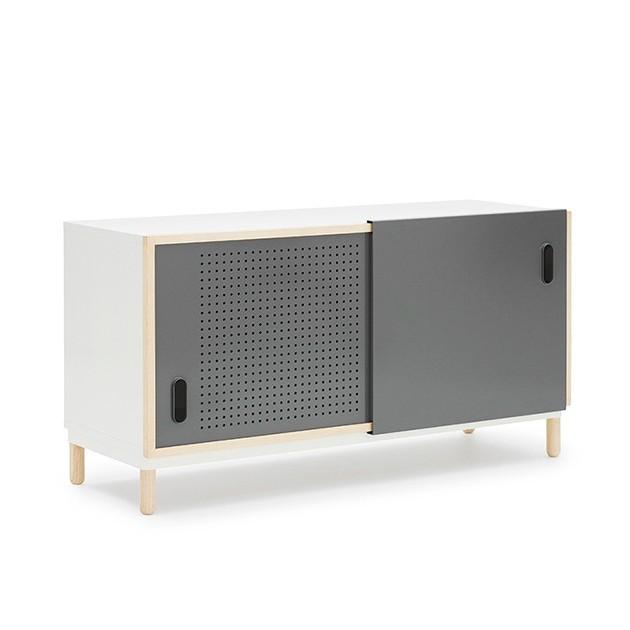 Aparador Kabino Sideboard color gris de Normann Copenhagen.