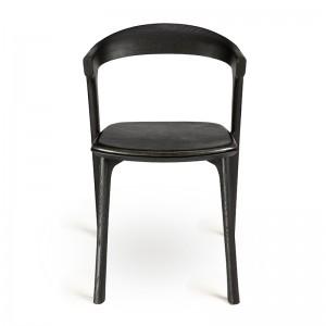 Silla Bok con asiento cuero negro de Ethnicraft en Moises Showroom