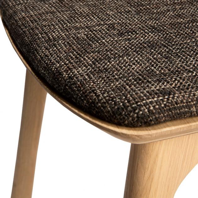 Silla Bok de ethnicraft tapizada marrón en Moises Showroom