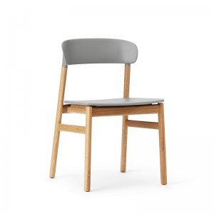 Silla Herit acabdo roble natural de Normann Copenhagen en Moises Showroom