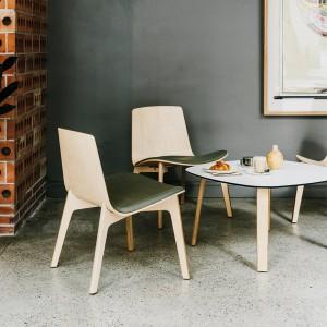 Butaca Lottus Lounge con asiento tapizado en Moises Showroom