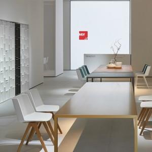 Tense Material, mesa de comedor en acabado Latón de MDF Italia en Moises Showroom