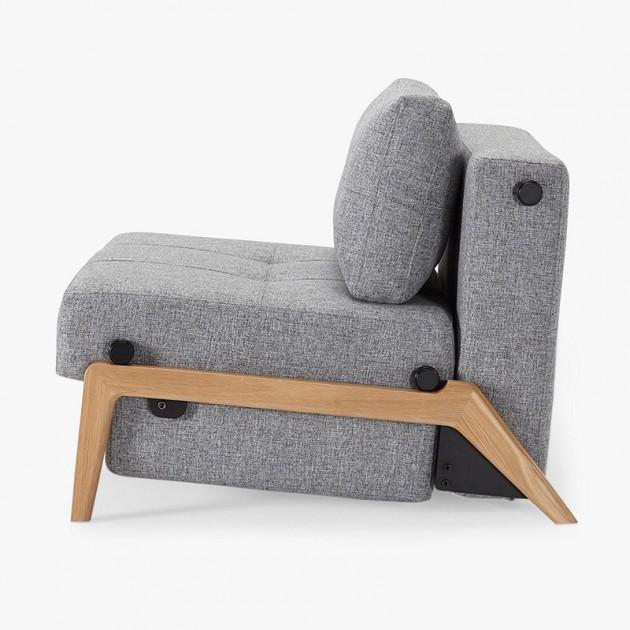Butaca Cubed 90 de Innovation con pata de madera en Moises Showroom