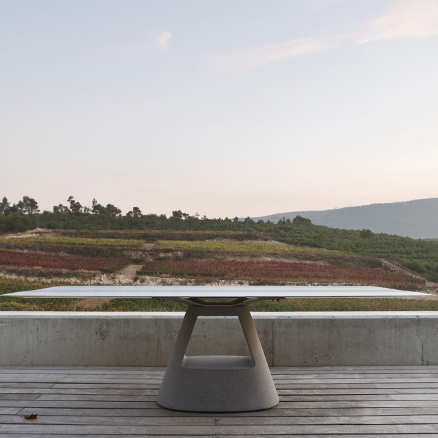 Mesa Table B Stone de BD Barcelona en Moises Showroom