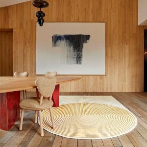 Alfombra PLY Yellow diseñada por MUT design para Gan Rugs en Moises Showroom