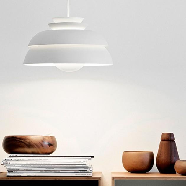 Lámpara Fritz Hansen Concert P3 color blanco en ambiente cálido