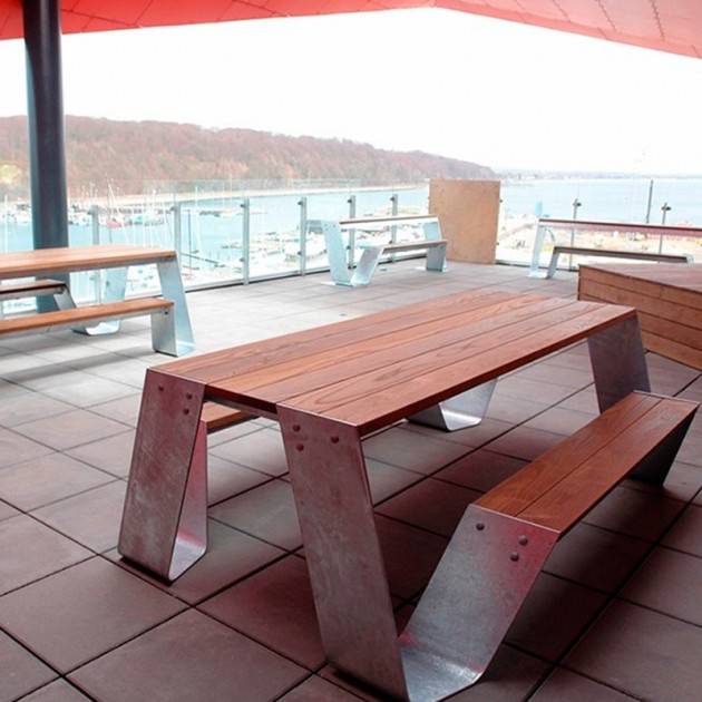 Ambiente Mesa Hopper Picnic madera iroko color galvanizado de Extremis