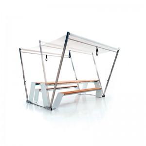Mesa hopper picnic color blanco madera hellwood con toldo de Extremis en Moisés showroom