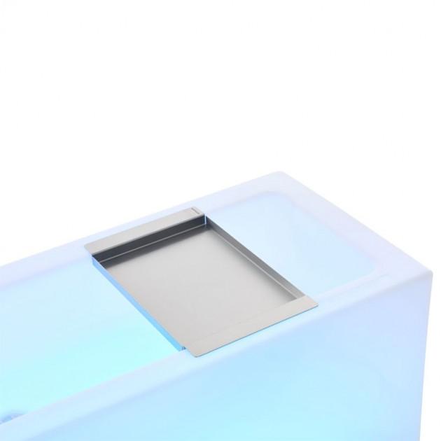 Icecube con detalle de bandeja de acero inoxidable de Extremis en Moisés Showroom
