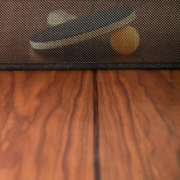 Detalle red y madera nogal de la mesa de ping pong You and me de RS Barcelona. Disponible en Moisés showroom