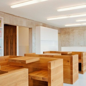 Ambiente Mesa Tafel en roble aceitado de E15. Disponible en Moisés showroom