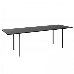 Mesa Anton tablero negro patas lacado negro de E15. Disponible en Moisés Showroom