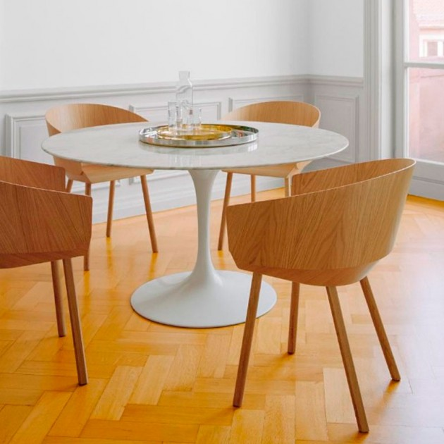 Comedor con Silla con brazos Houdini roble de E15. disponible en Moisés showroom
