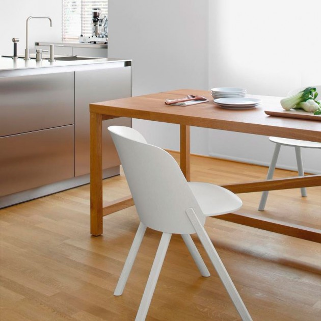 Cocina con Mesa Platz de roble marca e15. Disponible en Moisés showroom