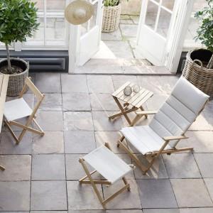 Patio con Deck chair BM5568 teca de Carl Hansen. Disponible en Moisés showroom