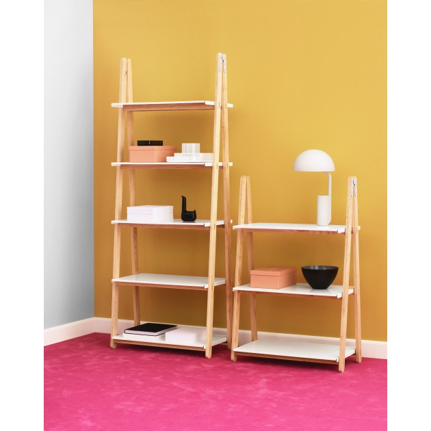 Ambiente con Estanterías Step Up Bookcase de  Normann Copenhagen.