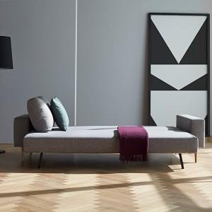 salón con cama sofá Idun color gris 521 de Innovation Living