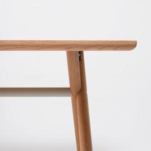 Detalle tablero y patas de mesa Bai Madera Ondarreta