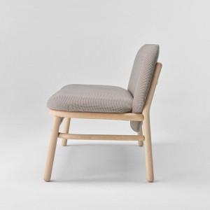 Perfil sillón doble Lana madera respaldo bajo de Ondarreta en Moises Showroom