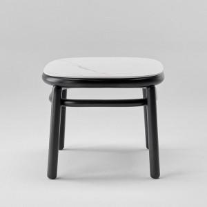 Mesas baja S Lana de Ondarreta en madera y top porcelánico en Moises Showroom
