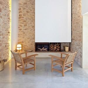salón con hogaril y Butaca Torres Clavé Mobles 114