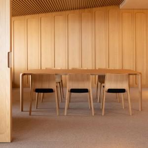 Mesa de comedor Silu de Ondarreta en Moises Showroom 3