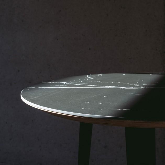 Mesa Bob con sobre porcelánico de Ondarreta
