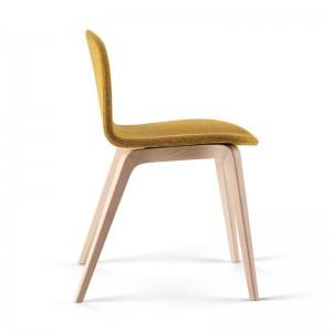 Lateral silla tapizada Bob XL mostaza de Ondarreta en Moises Showroom