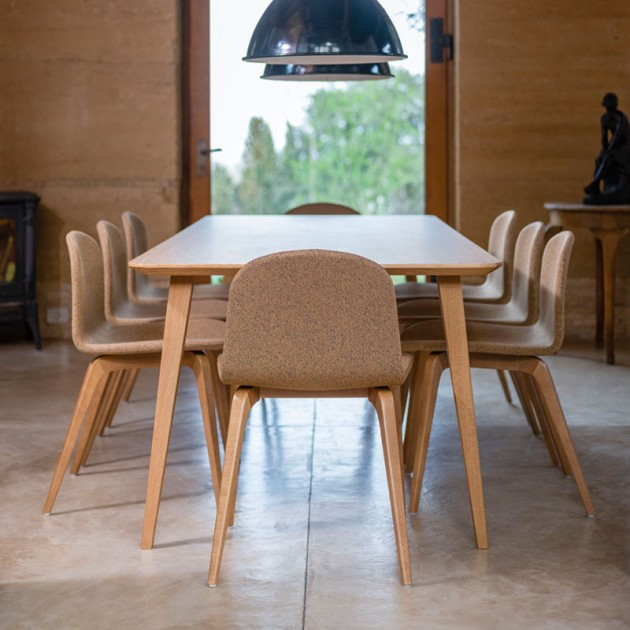 Ambiente comedor silla Bob XL de Ondarreta en Moises Showroom