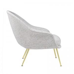 Perfil Bat Lounge chair con respaldo bajo color gris de Gubi en Moises showroom