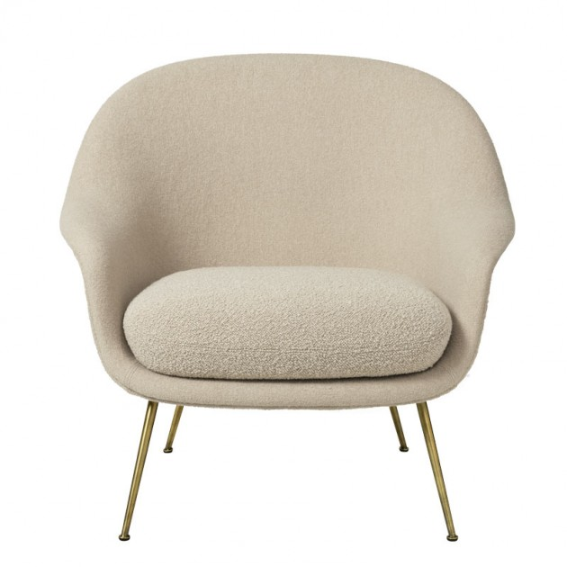 Bat Lounge chair con respaldo bajo de Gubi en Moises showroom