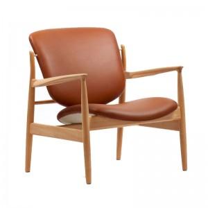 Butaca France Chair roble de Finn Juhl en Moises Showroom