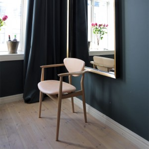 Silla 109 Chair en roble de Finn Juhl en Moises Showroom