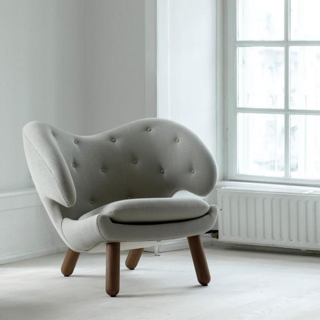 Sillón Pelican Chair con botones gris de House of Finn Juhl en Moises Showroom