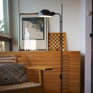 detalle salón lámpara de pie Funiculí Marset negra