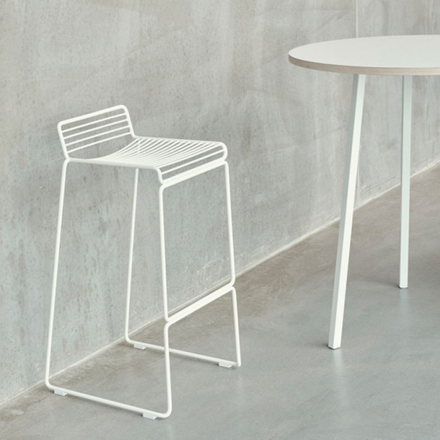 Taburete Hee Bar stool blanco de HAY en Moises Showroom