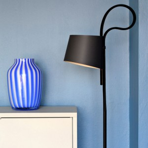Lámpara de pie Rope Trick negra de HAY en Moises Showroom