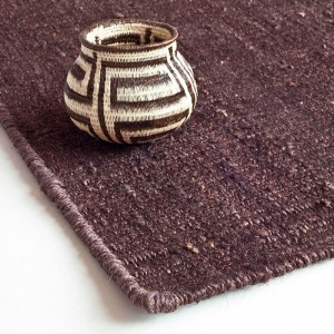 detalle ambiente alfombra Vegetal Nanimarquina gris marrón