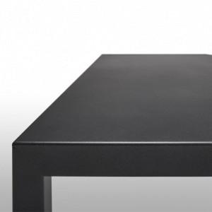 Mesa Tense Outdoor de MDF Italia color negro en Moises Showroom