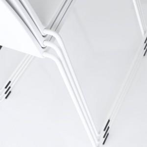 Silla apilable M1 Outdoor de MDF Italia color blanco base barnizada blanco