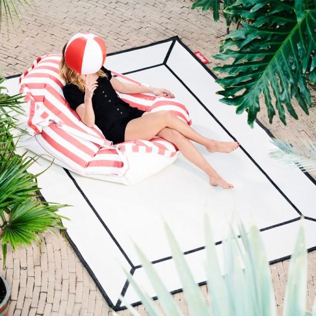 terraza con alfombra Carpretty Frame Fatboy blanca