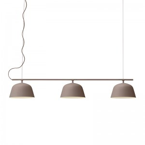 Ambit Rail Lamp de Muuto color taupe en Moises Showroom