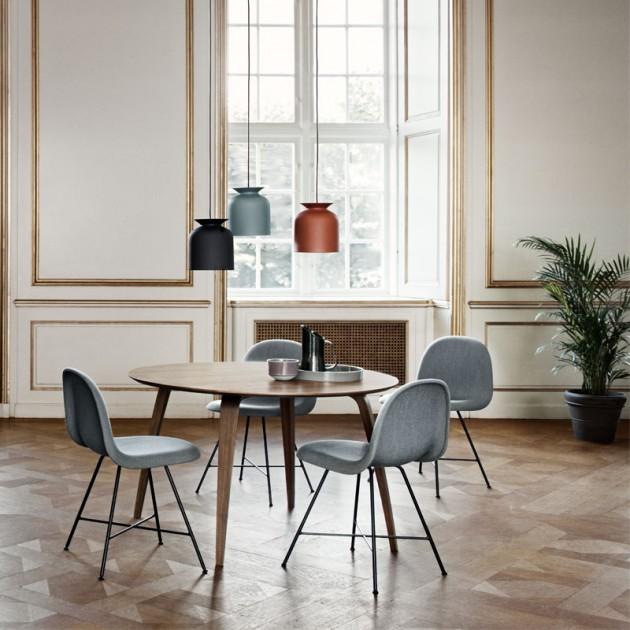 Mesa de comedor Gubi Dining table round 120 cm nogal en Moises Showroom
