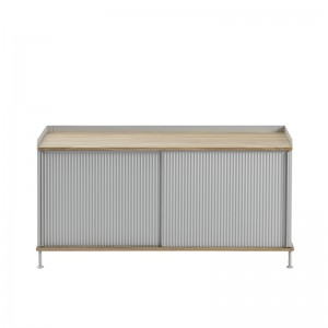 Aparador Enfold Sideboard Low Oak Grey de Muuto en Moises Showroom