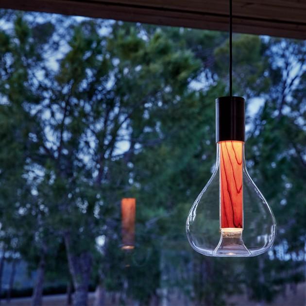 Lámpara suspensión Eris natural cherry base negra lzf ambiente